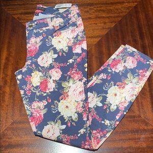 New woman's plus size denim pant w/ floral print.